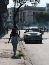 Kubietė kviečia taxi.
